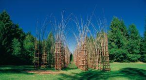 Opere artistiche in legno del museo nel bosco della Valle di Sella